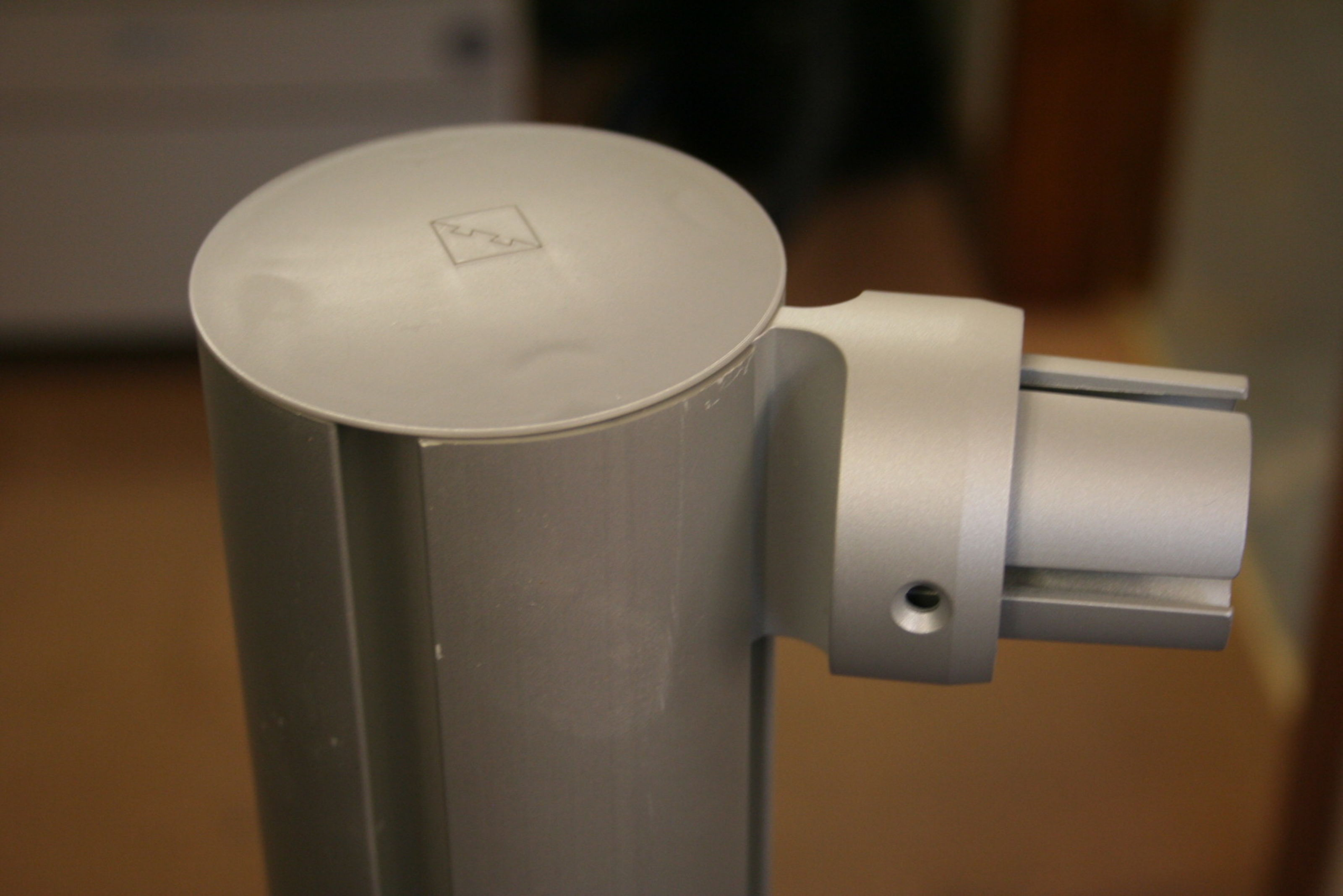 Fusion Deck Newel Post with LD507 Bracket to fix Aluminium Round-Rail; Image 5488