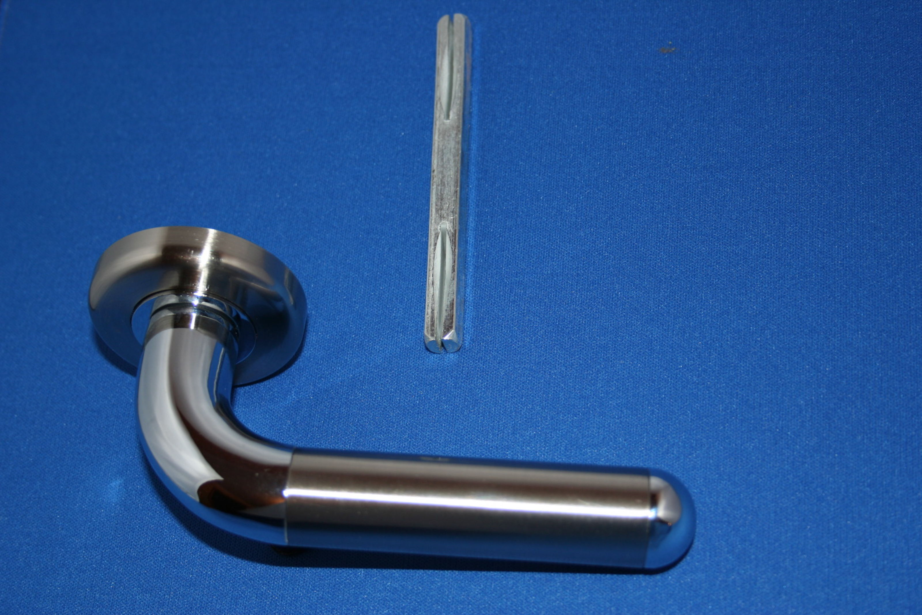 Securit Dimple Handles with split spindle B3481 S3481; Image 2086