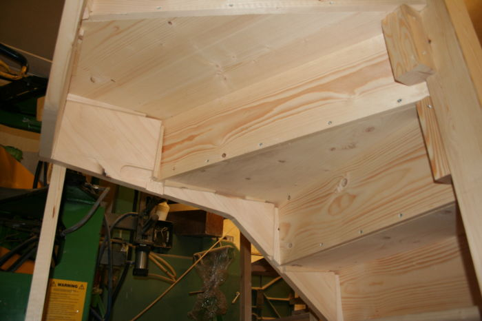 Pine Stairs with Kitewinder showing glued wedges 1269