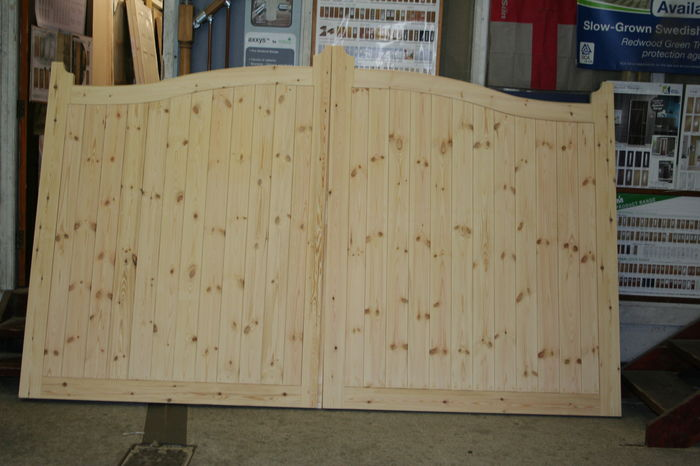 Pine Arched Top Pair Drive Gates; Image 9201.4