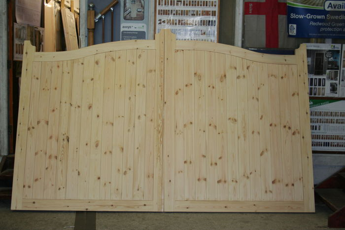 Softwood Pair Drive Gates; Image 9201.3