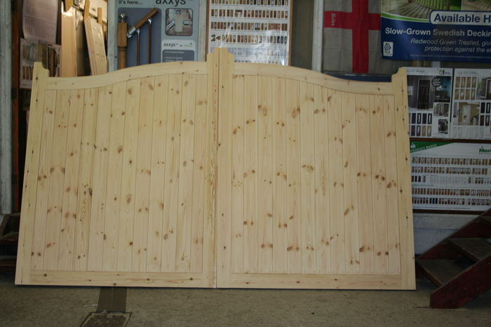 Softwood Arch-Top Driveway Gates made to size; Image 9201.1