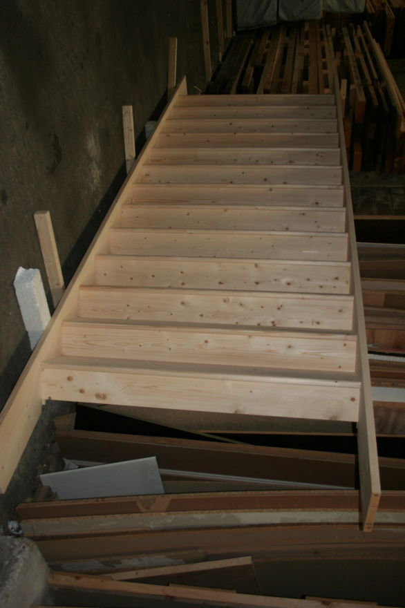 Commercial Closed Tread Wide Stairs - Solid Pine; Image 8529