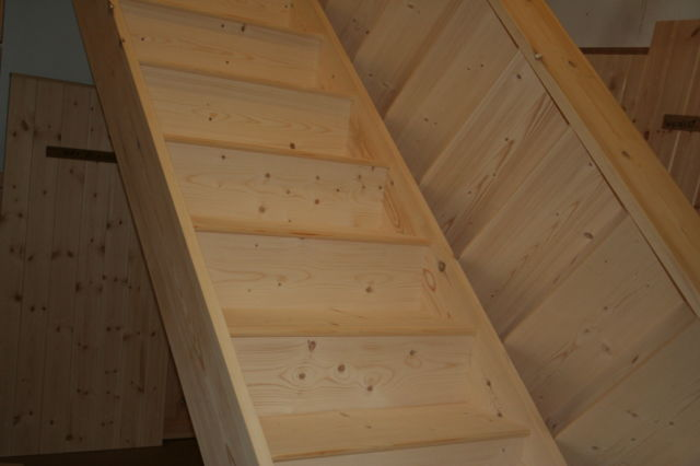 Stairs : Closed Tread Softwood - Made to Size - Domestic Specification
