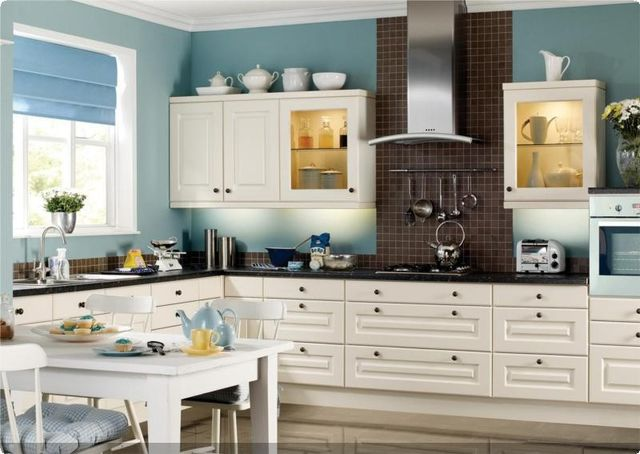 Colonial Traditional Kitchens from J&J Ormerod PLC
