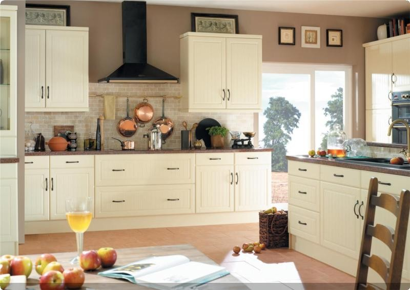 Colonial traditional kitchens from j j ormerod for Colonial kitchen cabinet ideas