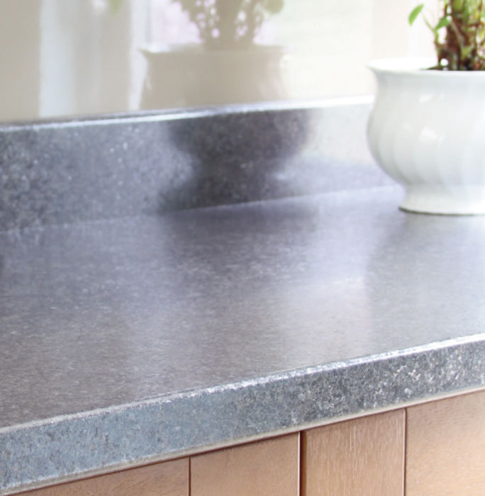 Asteroid (Burnish) Worktop with Kashmir (Gloss) Splashback