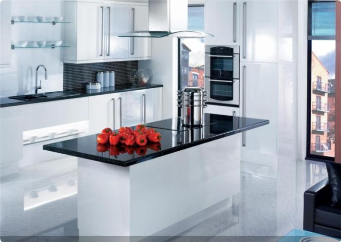 Colonial Kitchens - Gloss White - Group 9