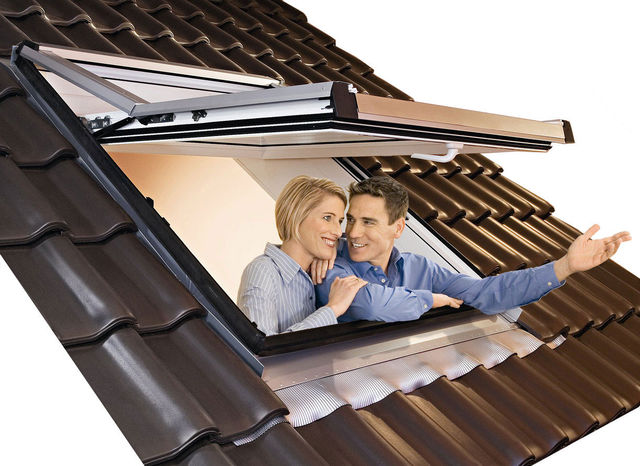 ROTO Designo R7 FSC Pine Roof Window - Top-Third Pivot