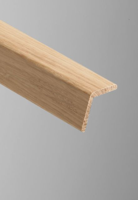 OM015 Oak Cushion Corner Mould - size: 35x35mm x 2.4 metre length.